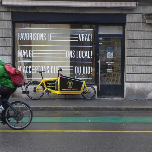 Livraison en vélo cargo à l'épicerie La Brouette